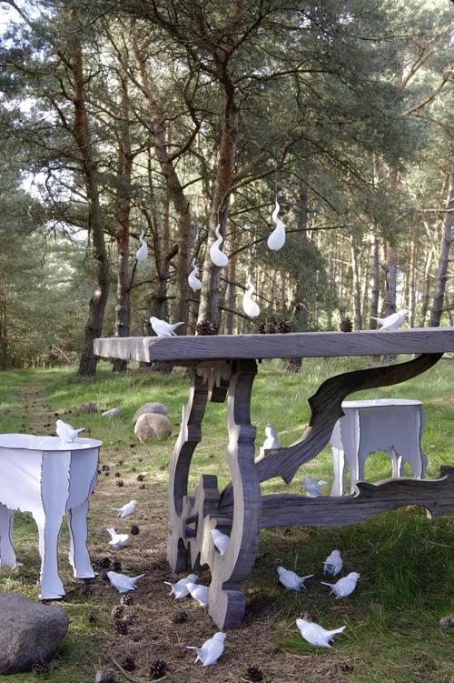 gedeckter Tisch im Wald
